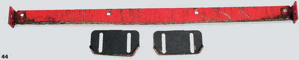 Фото с изношенными лыжами и зазубренным подрезным ножом