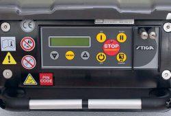 Робот газонокосилка Stiga Autoclip 520 меню дисплей подсветка