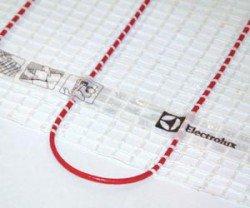 В теплом поле Electrolux двухжильный кабель