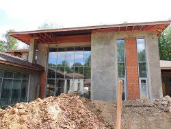Панорамные стекла в доме требуют особого подхода к отоплению