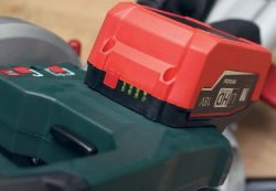 Metabo KGS 18 LTX 216 пила торцовочная аккумуляторная с протяжкой протяжка аккумулятор батарея