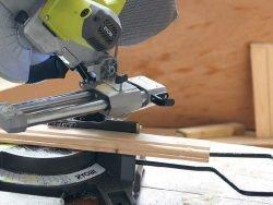 Ryobi EMS216L пила торцовочная с протяжкой торцовочно усовочная протяжка опоры поддерживающие шнур сетевой