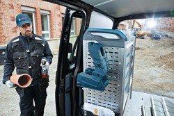 Мобильный несессер Bosch Wireless Charging L-Boxx Bay удобно использовать в автомобиле