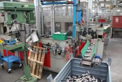 Gnutti Cirillo Tiemme садовый кран сборочный сборка автоматическая цех фабрика завод Lumezzane Italy Лумедзане Италия