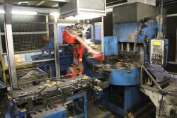 Gnutti Cirillo Tiemme Италия облой снятие манипулятор робот фабрика завод Odolo Italy Одоло