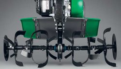 Профессиональный, не требующий обслуживания разборный редуктор Fast Gear II и набор быстросъёмных фрез Razor Blade со специально рассчитанной конфигурацией и углом заточки позволяют работать на всех типах почв