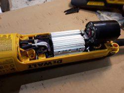 надёжность УШМ DeWALT StanleyBlack&Decker металлическая пыль