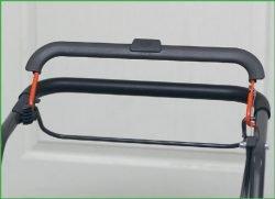 Husqvarna LC 140, 140S – бензиновые газонокосилки с шириной кошения 40 см. Штанга тормоза двигателя