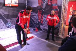 Milwaukee M18 CHM Fuel перфоратор аккумуляторный SDS Max аккумулятор 9 Ач А ч конференция 2016 Прага