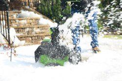 аккумуляторный шнековый снегоотбрасыватель GreenWorks