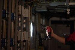 Milwaukee M12 TLED 402 фонарь аккумуляторный 0