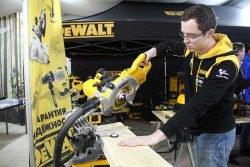 FlexVolt DeWalt отзывы торцовка аккумуляторная пила