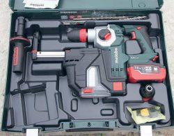 Аккумуляторный перфоратор Metabo KHA 18 LTX BL 24 Quick Set ISA система пылеудаления