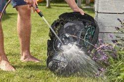 Газонокосилка робот Gardena Sileno city шланг струя воды моют