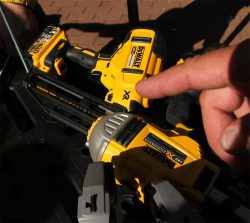 XR аккумулятор DeWALT Bluetooth Tool Connect приложение