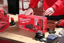 Конференция Milwaukee 2019 Дублин Энергокомплект M18 NRG 503 M12 аккумулятор батарея зарядное устройство ЗУ