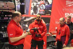 Конференция Milwaukee 2019 Дублин Automotive автосервис инструмент оборудование аккумуляторный M12 M18 ручной системы освещение фонарь
