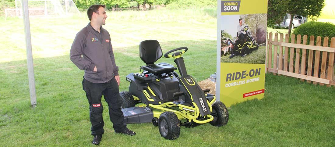 Конференция Ryobi 2019 Лондон RM480E аккумуляторный райдер трактор