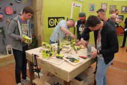 Конференция Ryobi 2019 Лондон One+ DIY степлер ленточный напильник