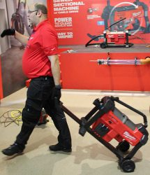 Конференция Milwaukee 2020 M18 Fuel FSSM секционная прочистная машина аккумуляторная новая новинка Монте Карло Монако