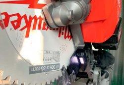 Milwaukee M18 Fuel FMS305 Милуоки аккумуляторная торцовочная пила тест светодиодная подсветка